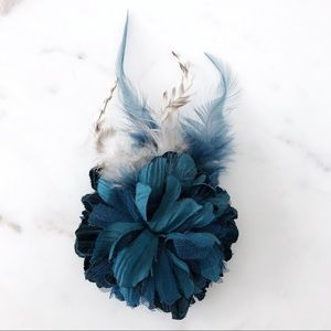 Anthropologie Blue flower hair clip and pin